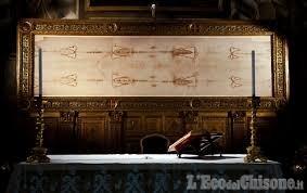 Sindone di Torino: il Sabato Santo l'ostensione virtuale con Mons. Nosiglia in preghiera