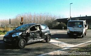 Vinovo: autocarro contro auto sulla Sp143, due feriti