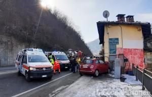 Villar Perosa: auto contro camion alla rotonda per san Germano, due ragazze ferite