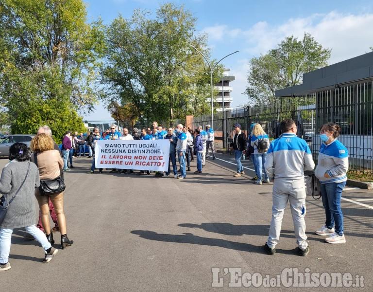 Rivalta: privi di Green pass, protestano i lavoratori ai cancelli della Mopar
