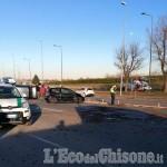 Rivalta: perde il controllo dell'auto e si ribalta alla rotonda dell'Esselunga, due donne in ospedale