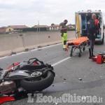 Moto contro auto sulla circonvallazione di Pinerolo, centauro grave al Cto
