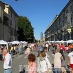 Pinerolo, serata di festa e negozi aperti: centro chiuso, concerto in piazza Barbieri annullato