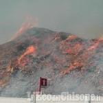 Ex-Annovati: incendio sotto controllo, ma difficile da domare