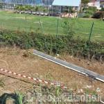 Orbassano: palo della luce cade sul manubrio di un ciclista, tragedia sfiorata in strada Volvera