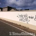 Beinasco: vandali in azione al cimitero, imbrattate le pareti perimetrali