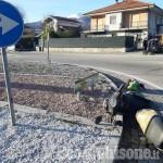 Scontro tra auto e scooter alla rotonda all'ingresso di Bibiana, un ferito