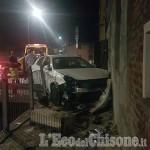 Virle: auto contro il muro di un'abitazione, illeso il conducente