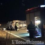 Virle: perde il controllo dell'auto, si ribalta su via Vigone
