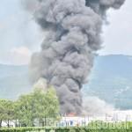 La sindaca di Roletto avverte: «Sconsigliato consumare i prodotti coltivati intorno all'azienda bruciata»
