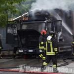 Furgone in fiamme al Carrefour di Abbadia
