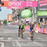 Giro d'Italia 2016: Matteo Trentin trionfa in volata sul traguardo di Pinerolo