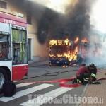 Rivalta: bus in fiamme, attimi di paura in via Balma
