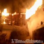 Incendio nella notte a Sauze di Cesana: serie di baite in fiamme a Bessé