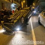 Pauroso incidente a Nichelino: auto inseguita dai Carabinieri travolge una Punto che si ribalta