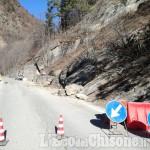 Val Germanasca: massi franati sopra Perrero sulla strada provinciale per Prali