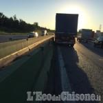 Con il camion contro lo spartitraffico della tangenziale, illeso frossaschese