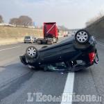 Scontro tra auto sulla tangenziale sud, una Peugeot si ribalta: due feriti in modo non grave