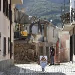 Pinasca: cominciata la demolizione in centro a Dubbione, via Bert chiusa alle auto