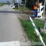 Piscina: urta con l'auto il passaggio a livello ferroviario