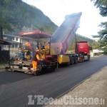 Nuovi asfalti sulla strada Sp 169 di Prali a buon punto nella zona degli impianti da sci