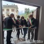 Roure: taglio del nastro per il nuovo municipio e per la panchina rossa