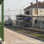 """Treno """"a bassa capacità"""": pendolari «come acciughe» sulla linea per Torino"""