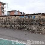Volvera: scritte offensive rivolte al sindaco Marusich contro il muro del Ponsati