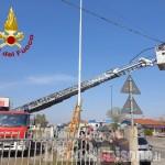 San Secondo: palo pericolante sulla Sp 161, i Vigili del fuoco mettono in sicurezza i cavi telefonici