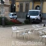 Cavour: tentano di far saltare il bancomat ma fuggono a mani vuote