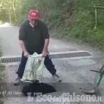 Embedded thumbnail for Pinerolo, buche in strada delle Mollere: le rattoppa l'abitante stufo di aspettare