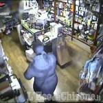 Embedded thumbnail for Abbraccio con furto a Luserna S.G., arrestata ladra seriale di anziani