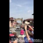 Embedded thumbnail for Per la prima volta il Giro passa sotto la porta di Frossasco